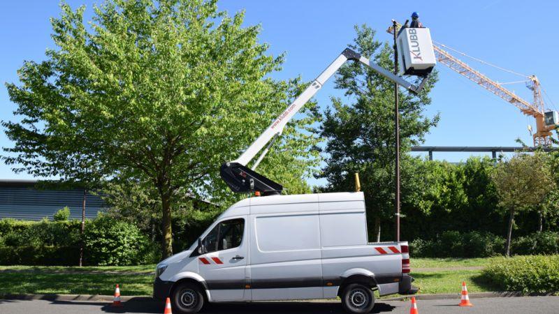k26-platform-mounted-on-a-cutaway-van1-60d204126bfb85.62020038.jpg
