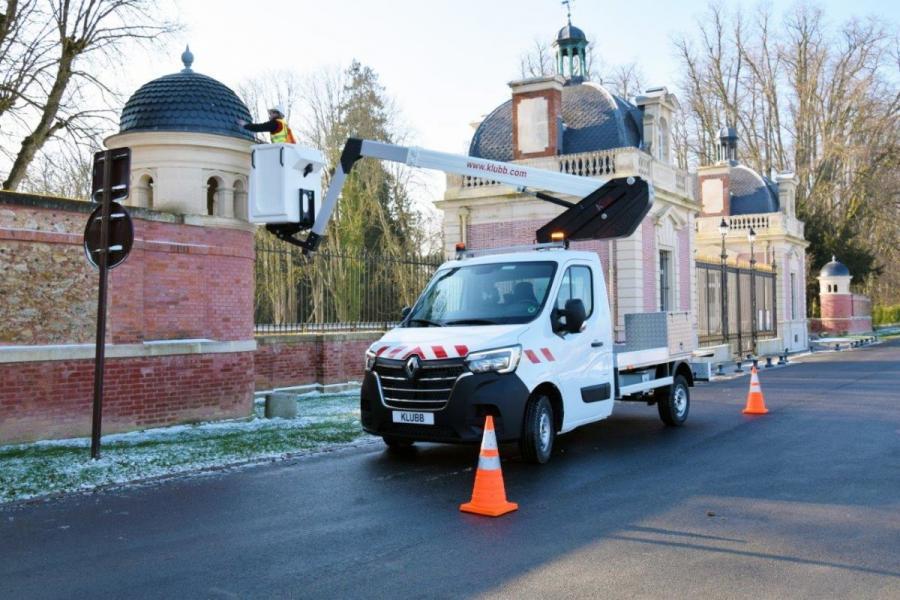 Sind Sie in der Lage, eine den neuesten Standards entsprechende Renault Master-Hubarbeitsbühne aufzubauen?