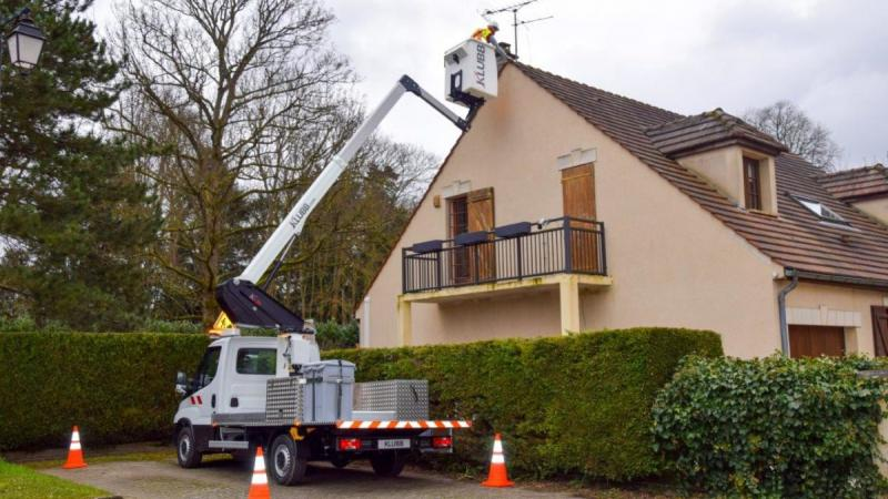 When is it too windy to use a boom lift ?