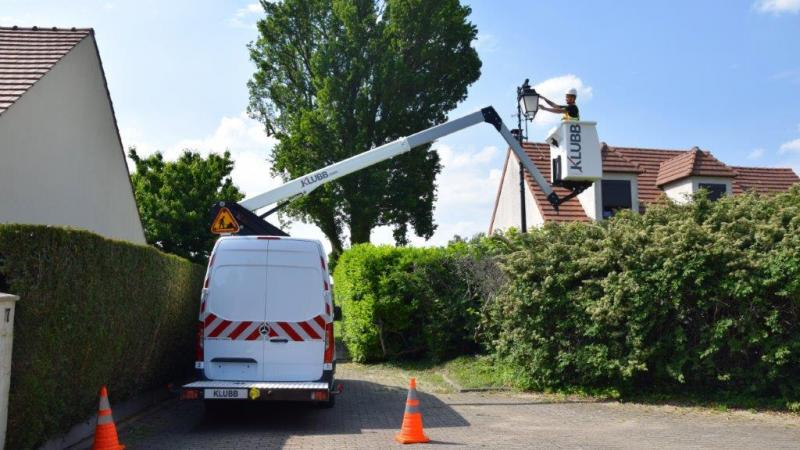How the pre-inspection of an aerial work platform is carried out ?