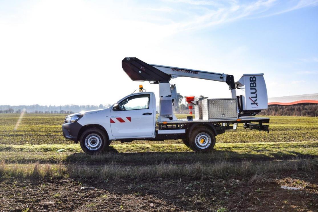 kl26 aerial platform platform on a toyota hilux